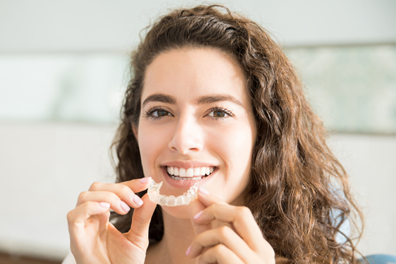 Clear-Braces-for-Adults-and-Teens